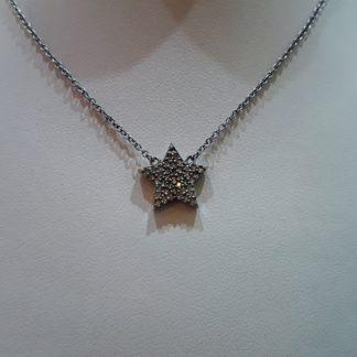 Gargantilla de plata con estrella